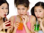 soda-diet-ilustrasi-minum-limun-minuman-manis_20150611_175811.jpg
