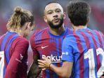 striker-barcelona-memphis-depay-merayakan-golnya-bersama-rekannya-di-tim.jpg