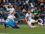 striker-inter-milan-edin-dzeko-sukses-menciptakan-gol-ke-gawang-sassuolo.jpg