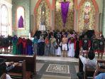 suasana-di-gereja-santo-gregorius-agung-kota-jambi-saat-jumat-agung_20180330_113932.jpg