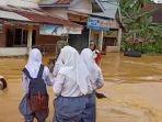 sungai-batang-limun-meluap-8-desa-di-kecamatan-limun-sarolangun-terendam-banjir.jpg