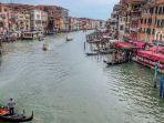 sungai-di-venesia-tampak-jernih-pasca-italia-lockdown-karena-virus-corona.jpg