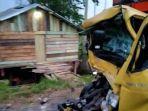 tabrak-tronton-parkir-sopir-truk-tewas-terjepit.jpg