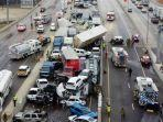 tabrakan-beruntun-libatkan-130-kendaraan-di-texas-as-sedikitnya-6-orang-tewas.jpg