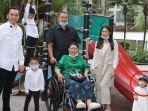 taburi-bunga-kesukaan-ani-yudhoyono-di-atas-pusara-sang-ibu-mertua.jpg