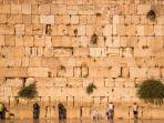 tembok-ini-adalah-salah-satu-situs-paling-suci-bagi-yahudi.jpg