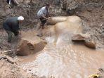 tim-arkeolog-berupaya-mengangkat-patung-yang-diduga-firaun-ramses-ii_20170316_173333.jpg