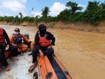 tim-gabungan-sar-dalam-upaya-pencarian-fahmi-bocah-10-tahun-tenggelam-di-sungai-batang-asai.jpg