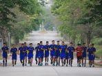 timnas-u-23-vietnam-berlatih-di-lapangan-hotel_20180813_125458.jpg