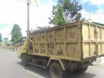 truk-pengangkut-sampah_20180524_132431.jpg