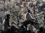 umat-islam-berkumpul-dalam-puncak-ibadah-haji-di-padang-arafah_20180812_214830.jpg