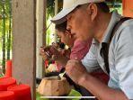 unik-warga-tungkal-ini-tawarkan-makan-bakso-kuah-kelapa-muda.jpg