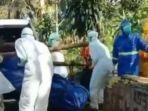 viral-video-petugas-pemakaman-jenazah-pasien-corona-dilempari-warga-pakai-batu.jpg