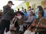 walikota-jambi-sy-fasha-saat-memulangkan-7-pasien-corona-yang-dinyatakan-sembuh.jpg