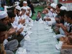 warga-afganistan-buka-puasa-bersama_20150618_190518.jpg