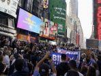 warga-new-york-berkumpul-di-jalan.jpg