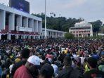 warga-protes-kerusuhan-di-papua-manokwari.jpg