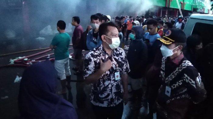 10 Unit Damkar Dikerahkan untuk Padamkan Api di Pasar Kliwon