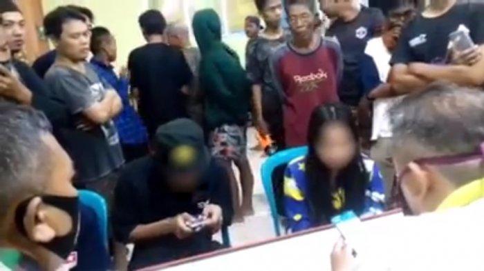 3 ABG yang dipergoki warga yang diduga sedang berbuat mesum di dalam kandang ayam, Kecamatan Wonopringgo, Kabupaten Pekalongan, Jawa Tengah.