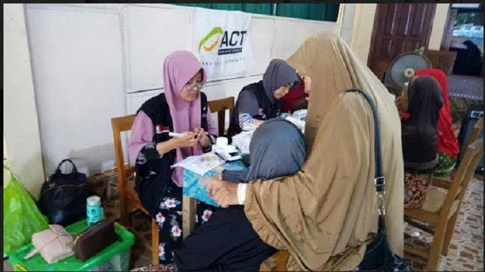 Warga Adimulyo Kebumen Mendapat Layanan Kesehatan Gratis dari MRI-ACT Jateng Usai Banjir Bandang