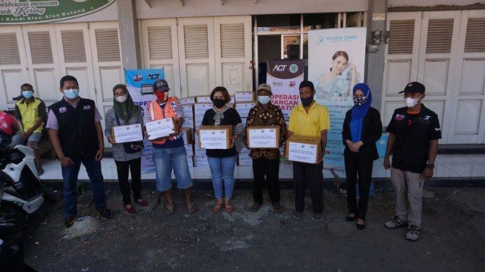 Fifi Skin Klinik Gandeng ACT Salurkan Bantuan Paket Sembako