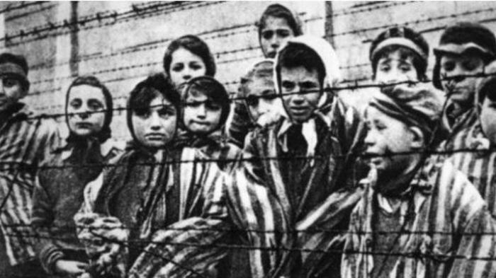 Ini Kisah Pengalaman Ibu yang Bersalaman dengan Adolf Hitler - adik-hani_20160129_003115.jpg