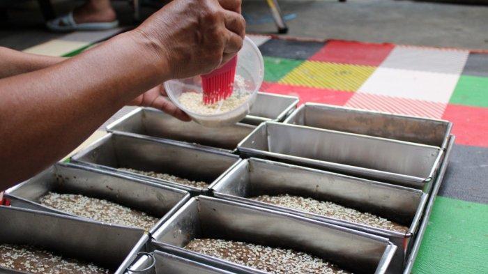 Proses pembuatan roti ganjel rel khas Temanggung