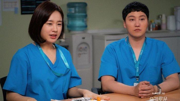 Sutradara Hospital Playlist 2 Ungkap Alasan Percintaan Chu Min Ha dan Seok Hyeong Berjalan Lambat