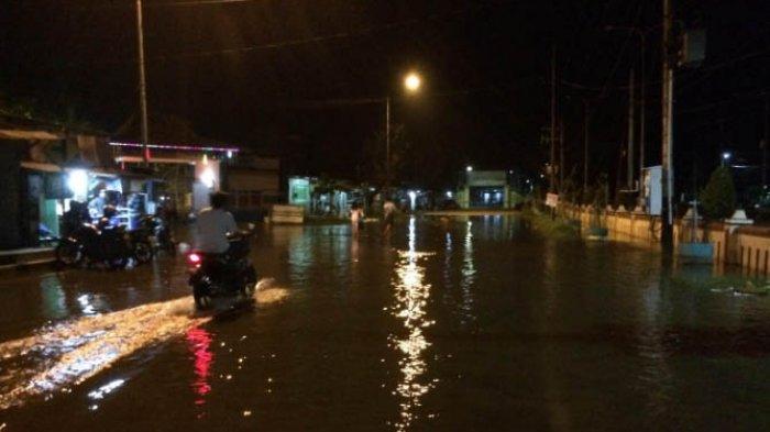 Warga masih Berjaga-jaga Antisipasi Air Rob Naik ke Permukiman di Pekalongan Utara