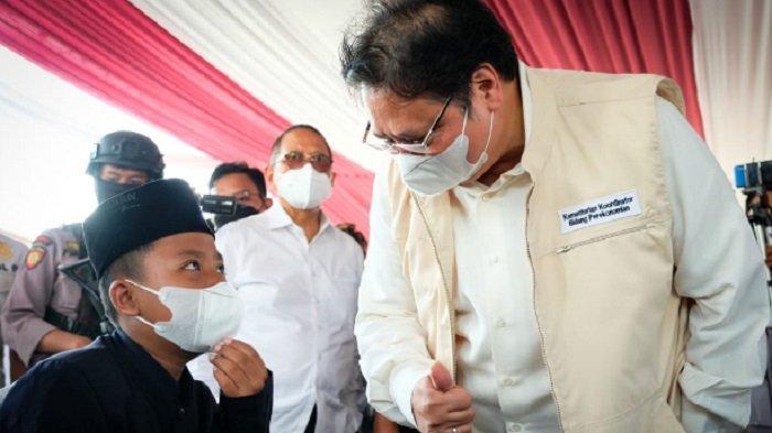 Menko Airlangga berdialog dengan Walikota Pekalongan Achmad Afzan Arslan Djunaid terakit penanganan Covid-19 dan vaksinasi di Kota Pekalongan.