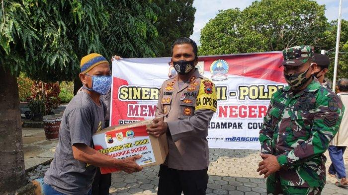 AKBP Cristian Tobing Serahkan Paket Sembako Pekerja Parekraf Wonogiri Terdampak Covid-19