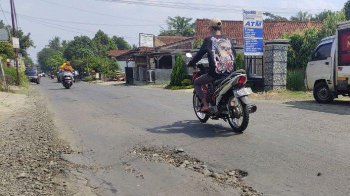 Warga Keluhkan Akses Jalan Menuju Bandara JB Soedirman Purbalingga yang Rusak