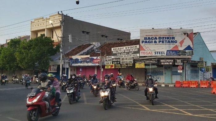 Akses jalan menuju kawasan Alun-alun dan Jalan Pancasila Kota Tegal ditutup, Sabtu (15/5/2021).