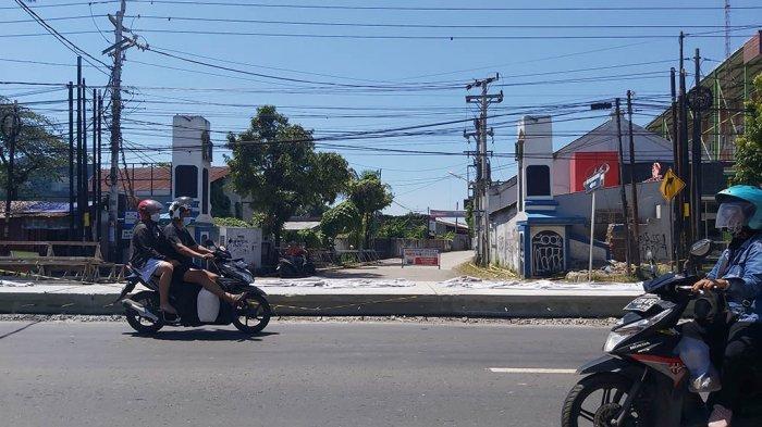 Jalur Masuk Utama Pantai Indah Alam Tegal Tertutup Proyek, Pedagang Protes