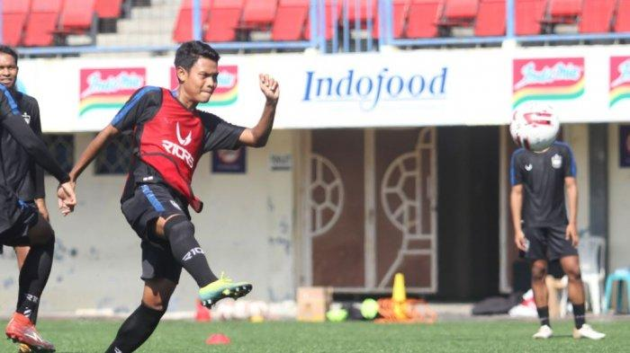 Aksi Fandi Eko Utomo dalam latihan  bersama PSIS Semarang di Stadion Citarum, Rabu (17/3/2021)
