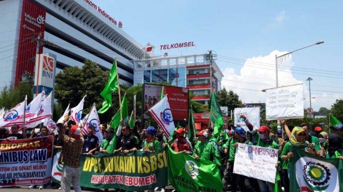 Aksi unjuk rasa menuntut dpr membatalkan pengesahan ruu omnibus law