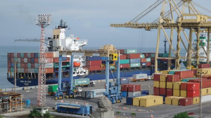 Neraca Perdagangan Indonesia Juni 2021 Surplus 1,32 Miliar Dollar AS