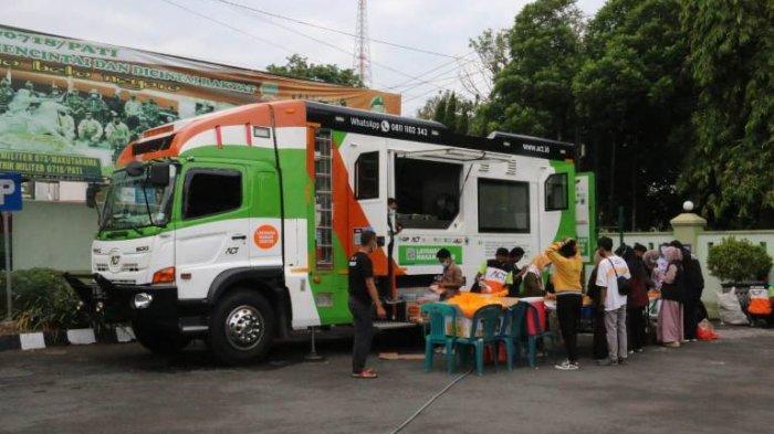 Food Truck ACT Hadir di Pati, Relawan Bersama Personel Kodim Bagikan 500 Nasi Kotak pada Masyarakat