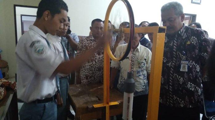 Alat Pompa Air Tanpa Listrik Karya Smkn 1 Warungasem Jadi Sorotan Di Ajang Krenova Batang Tribun Jateng