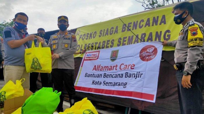 Alfamart Salurkan Bantuan untuk Warga Terdampak Banjir Semarang
