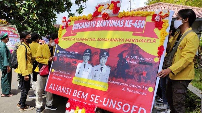 Hari Jadi ke-450 Banyumas, Bupati Mendapat Karangan Bunga Bernada Sindiran dari Aliansi BEM Unsoed