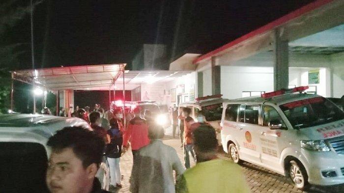 Ambulans Hilir Mudik Angkut Warga Karangpandan Karanganyar Keracunan Massal Oseng Kacang Panjang