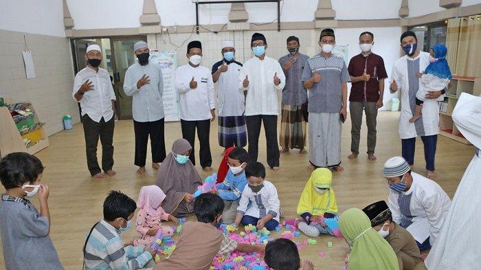 Anak - anak antusias dalam fasilitas edupark yang ada di Masjid Baiturrahim