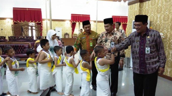 Peragaan Manasik Haji RA Kabupaten Pati, Ribuan Anak-anak Miqat dari Pendopo