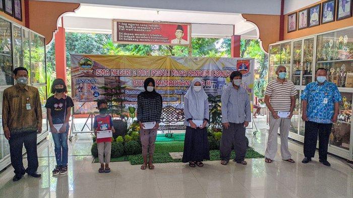 SMAN 2 Pati Gelar Baksos Peduli Masyarakat Terdampak Covid-19 saat Ramadan