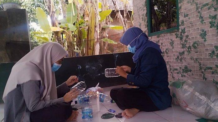 Ketahanan Pangan Saat Pandemi, Mahasiswa Undip Ajari Remaja Desa Pladen Kudus Buat Vertical Garden