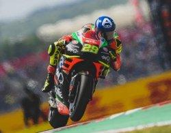 MotoGP 2019 : Motornya Terbakar Saat Melaju, Andrea Ianone Murka dan Sebut Timnya Gila