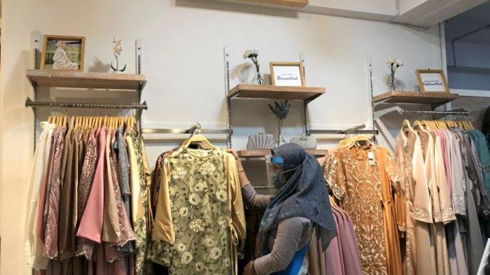 Toko Busana Muslim Mulai Alami Peningkatan Penjualan, Indah: Ada yang Belanja Perlengkapan Ibadah