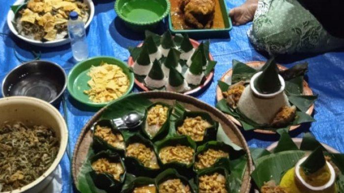 Aneka hidangan dalam upacara Baritan.
