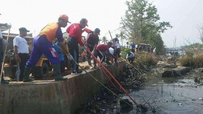 Musim Hujan Datang, Warga dan BPBD Kota Pekalongan Kerja Bakti Hindari Banjir Rob
